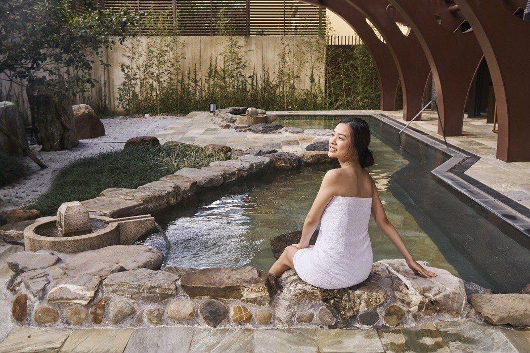 宜蘭力麗威斯汀戶外湯池有如日本泡湯的禪意優雅。宜蘭力麗威斯汀/提供