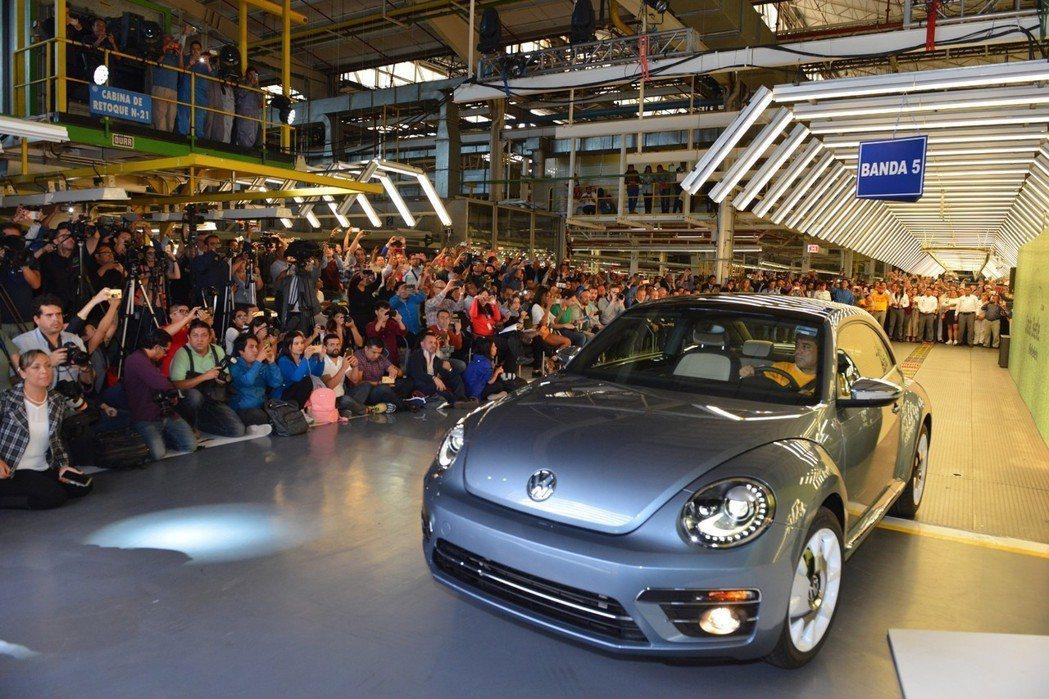 Volkswagen Beetle在10日下線最後一輛金龜車後便正式走入歷史。 ...