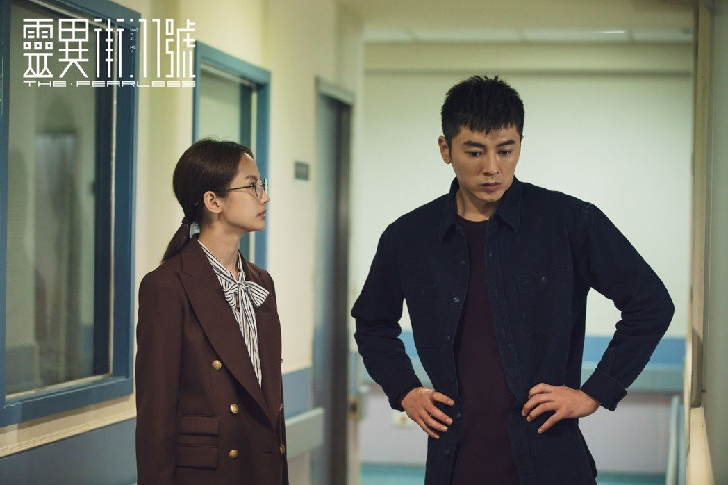 李國毅與簡嫚書在劇中協助彼此辦案。 圖/LINE TV