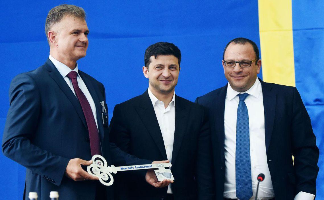 烏克蘭總統澤倫斯基,10日剪綵隔離輻射的「新石棺」系統啟用儀式。 圖/法新社