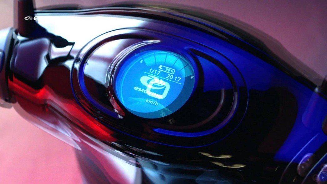 儀表採用圓形液晶螢幕設計。 截自影片
