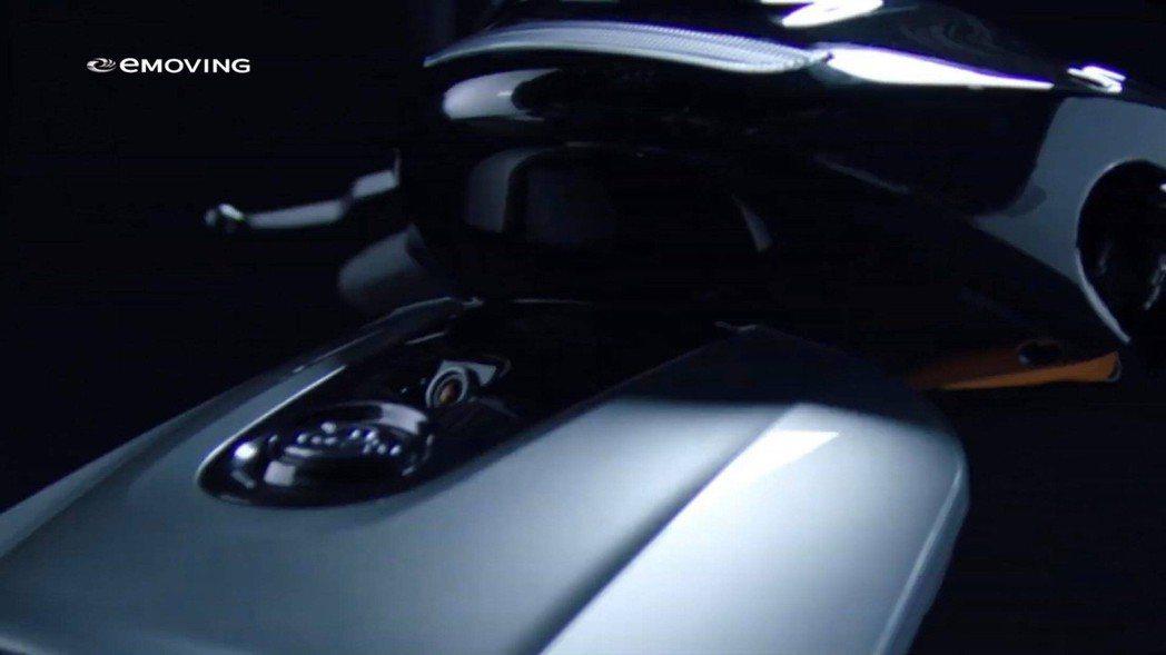 有行車紀錄器內建鏡頭設計。 截自影片