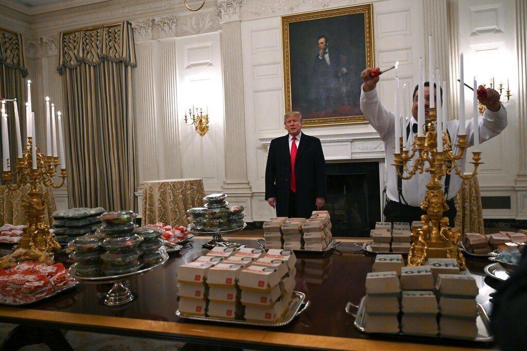 川普在白宮宴請吃速食。美聯社
