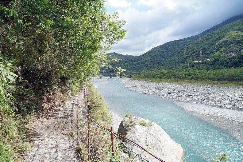 圖/沿路是隨著木瓜溪上游而去,吹著微風欣賞風景跟朋友聊著天這樣走很是舒服。