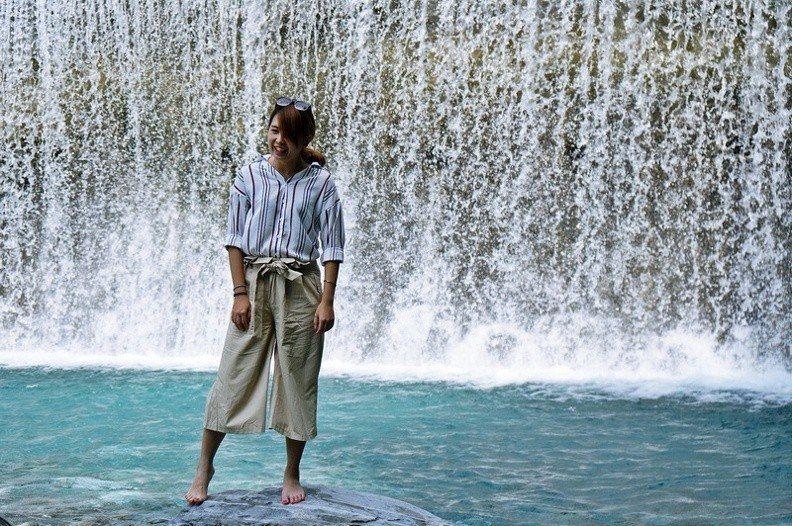 圖/搭配著後方瀑布紛飛的水花,夏日親爽感滿滿!