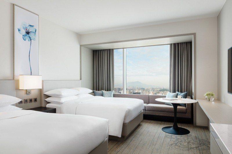 台北國泰萬怡酒店豪華客房。 業者/提供