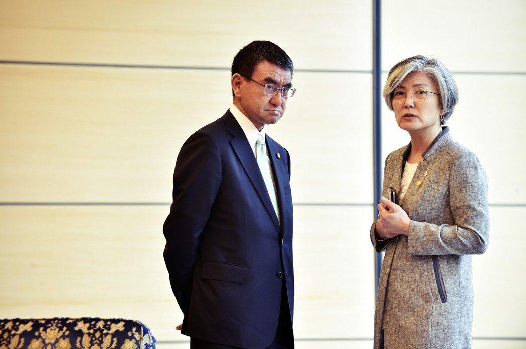 日韓兩國畢竟還是唇齒相依,在經濟、軍事、地區政治上仍是重要的夥伴,雖然透過外交或...