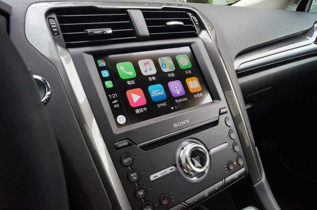 支援Apple CarPlay或Android Auto在使用上更加便利。 記者...