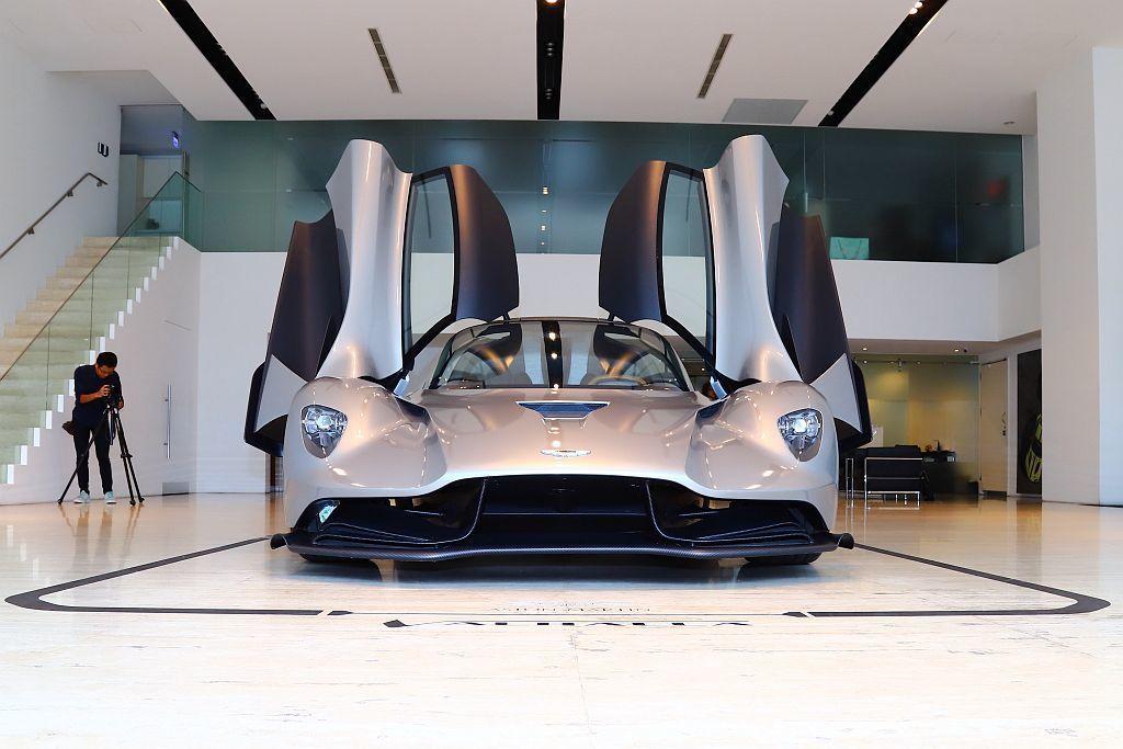 Aston Martin Valhalla全車利用碳纖維工法打造,以完成輕量化極...