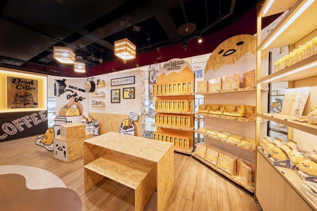 店內販售蛋黃哥周邊商品,其中有不少是該店獨家販售。圖/蛋黃哥不想上班咖啡廳提供