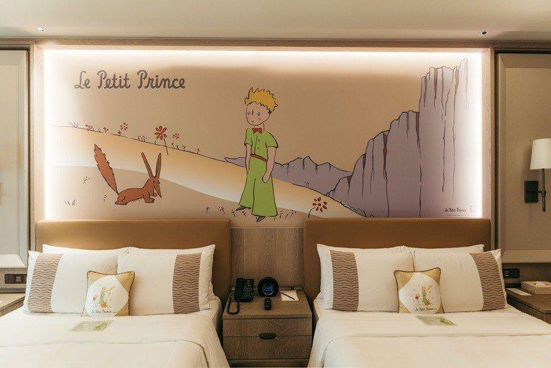 床頭牆面壁畫到抱枕都有小王子陪伴。
