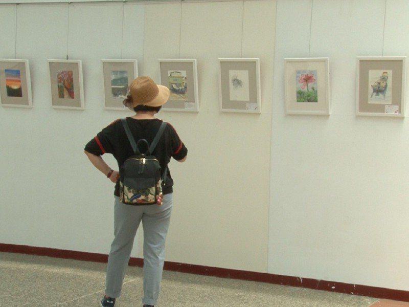 淡水社區大學繪畫班的淡水班與三芝班聯展本週六(13)日將在三芝名人館登場,到8月10日,歡迎喜愛作畫與看畫的民眾前來欣賞。 圖/紅樹林有線電視提供