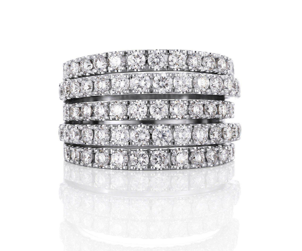 De Beers Classic Line五層鑲鑽戒指,約36萬5,000元。圖...