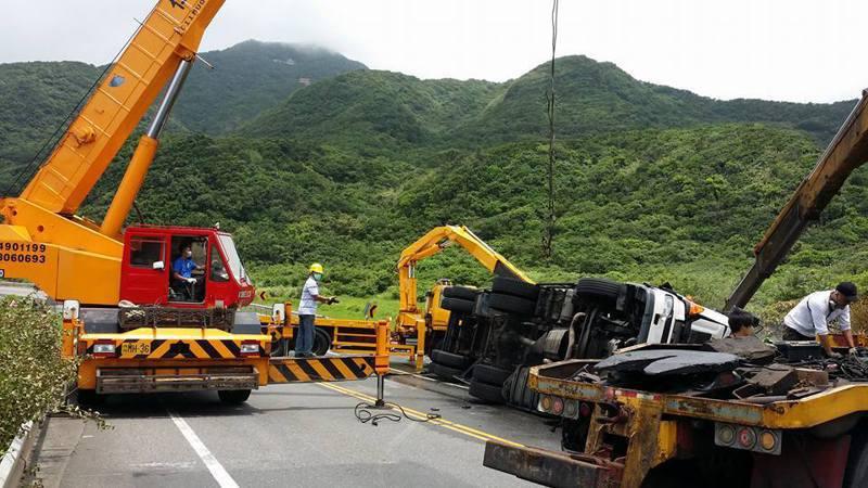 很巧的是,三年前的7月10日,濱海福隆段一樣發生重大死亡車禍,讓人看得毛骨悚然。記者吳淑君/翻攝