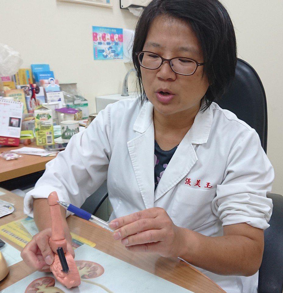 高雄泌尿科開業女醫師張美玉說,陰莖繫帶連接包皮和龜頭,如潤滑度不夠或劇烈拉扯,就可能發生撕裂傷。記者蔡容喬/攝影