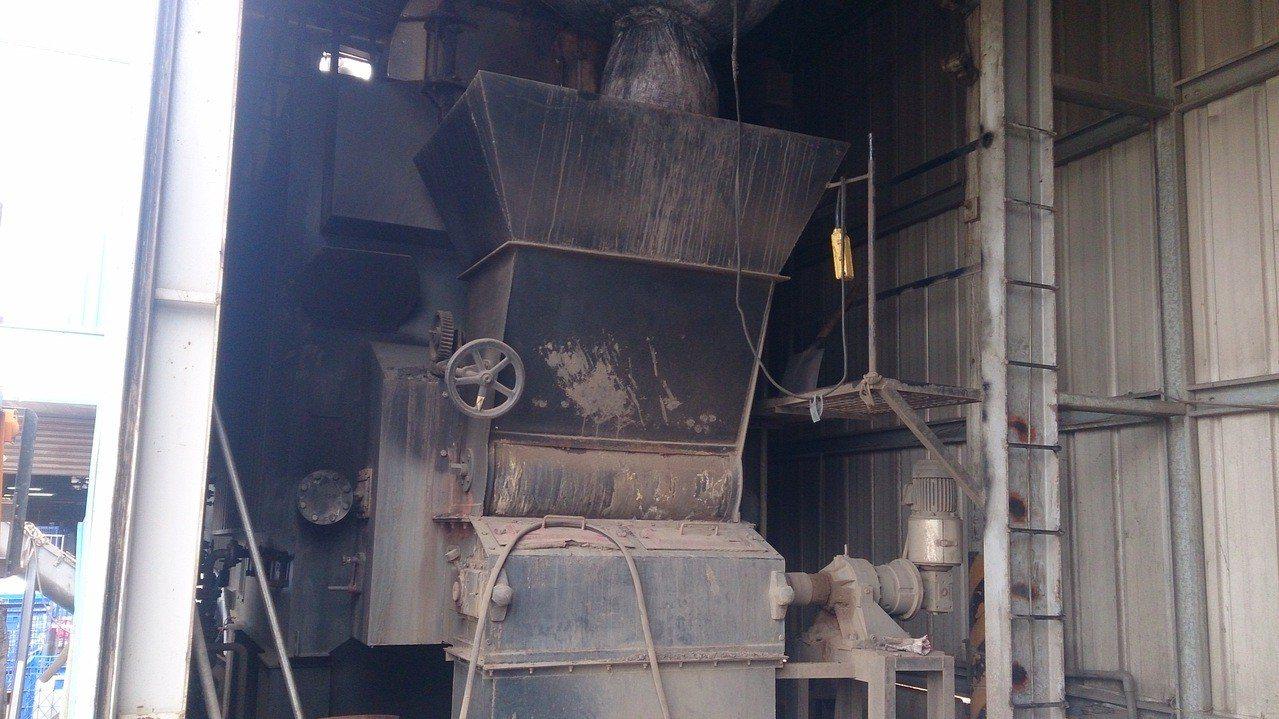 台中市推動燃煤工業鍋爐轉型為非生煤燃料,預計111年底除台中火力電廠外,所有燃煤...