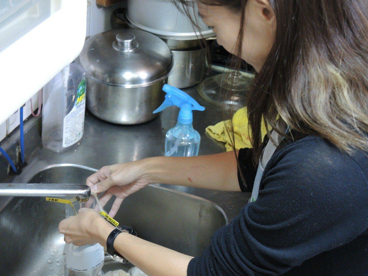 中市10區開放電話預約檢驗水到府服務。圖/台中市環保局提供