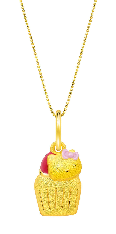 鎮金店Hello Kitty45周年杯子蛋糕吊墜,10,200元。圖/鎮金店提供