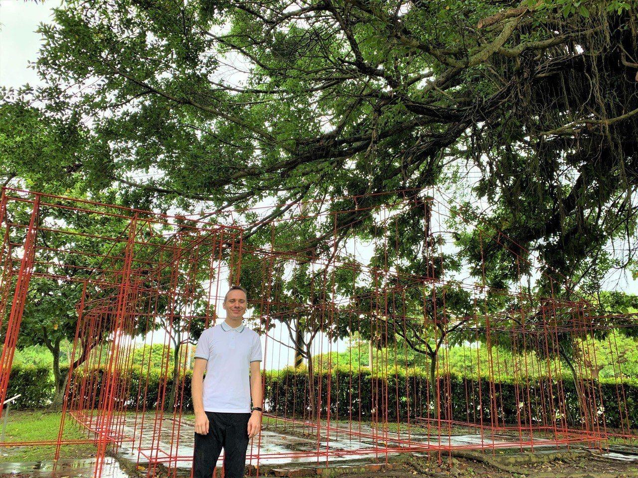 匈牙利藝術家托馬斯‧史維特重現總爺糖廠公共澡堂的記憶。記者吳淑玲/攝影