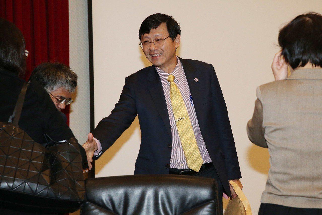 香港城市大學今天表示,台大前代理校長郭大維教授獲聘香港城市大學工學院院長,擔任李...