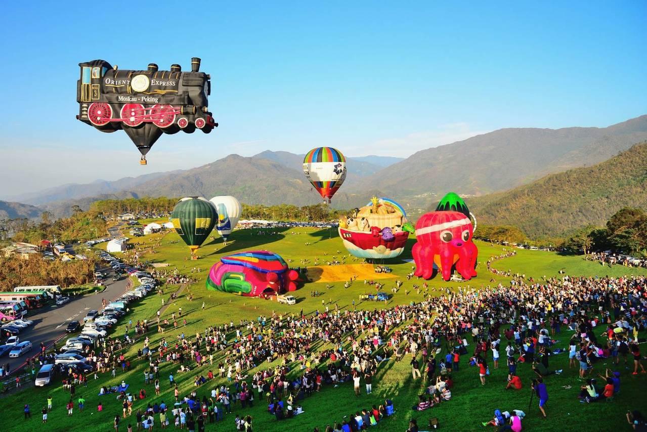 來台東參加熱汽球季的民眾,也可順道吃有名的米台目。圖/華信航空提供