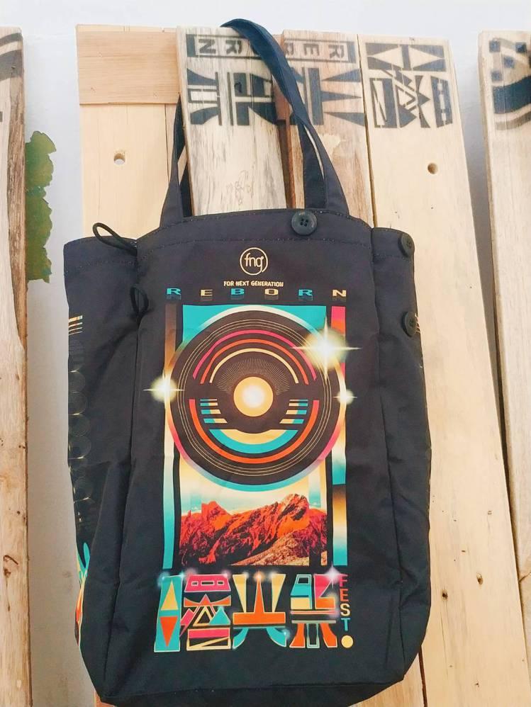 曙光祭周邊商品,曙光環保袋暨杯套。圖/主辦單位提供