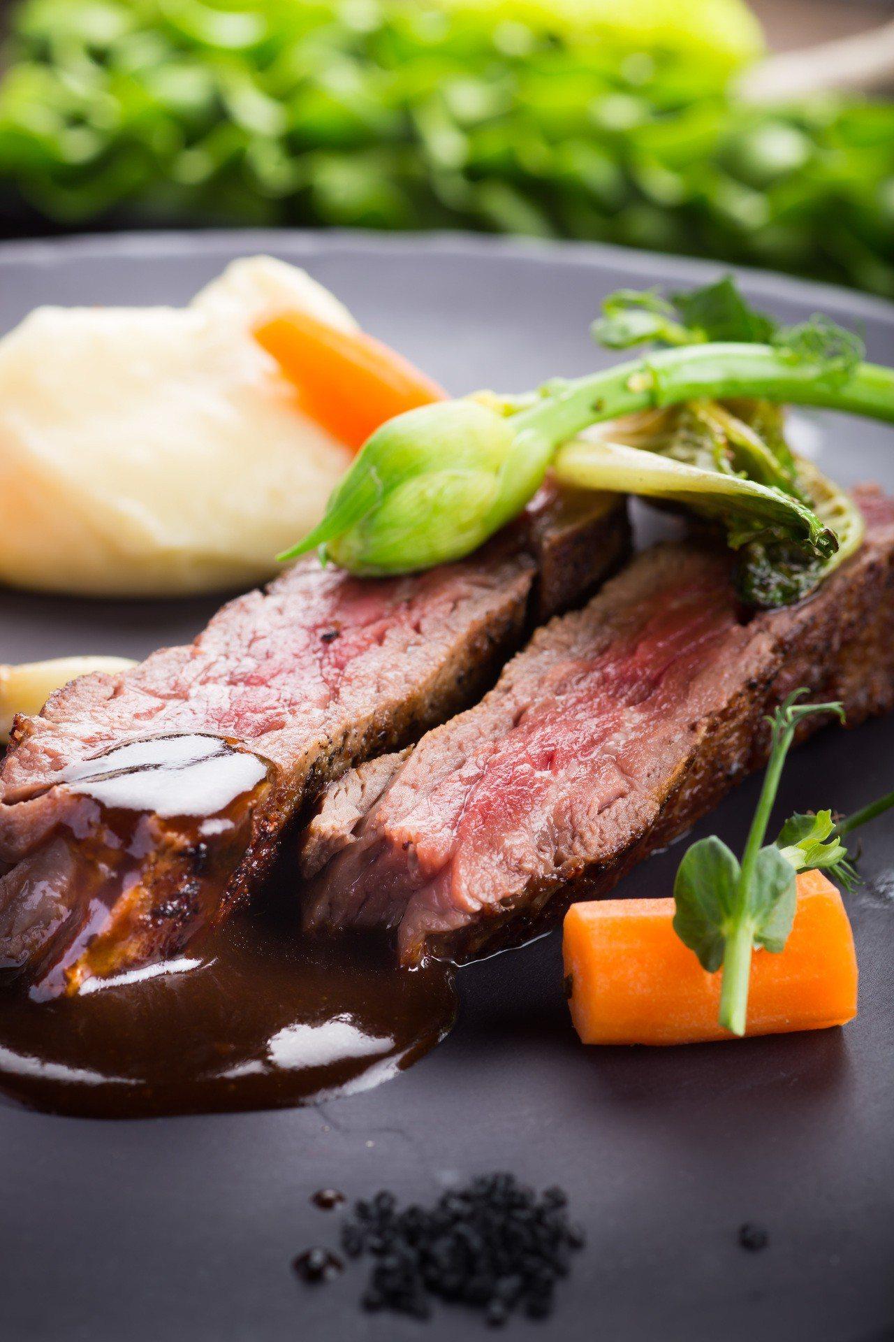 晶華酒店千元有找的azie美國爐烤牛排雙人券,是高CP值的選擇。圖/晶華酒店提供
