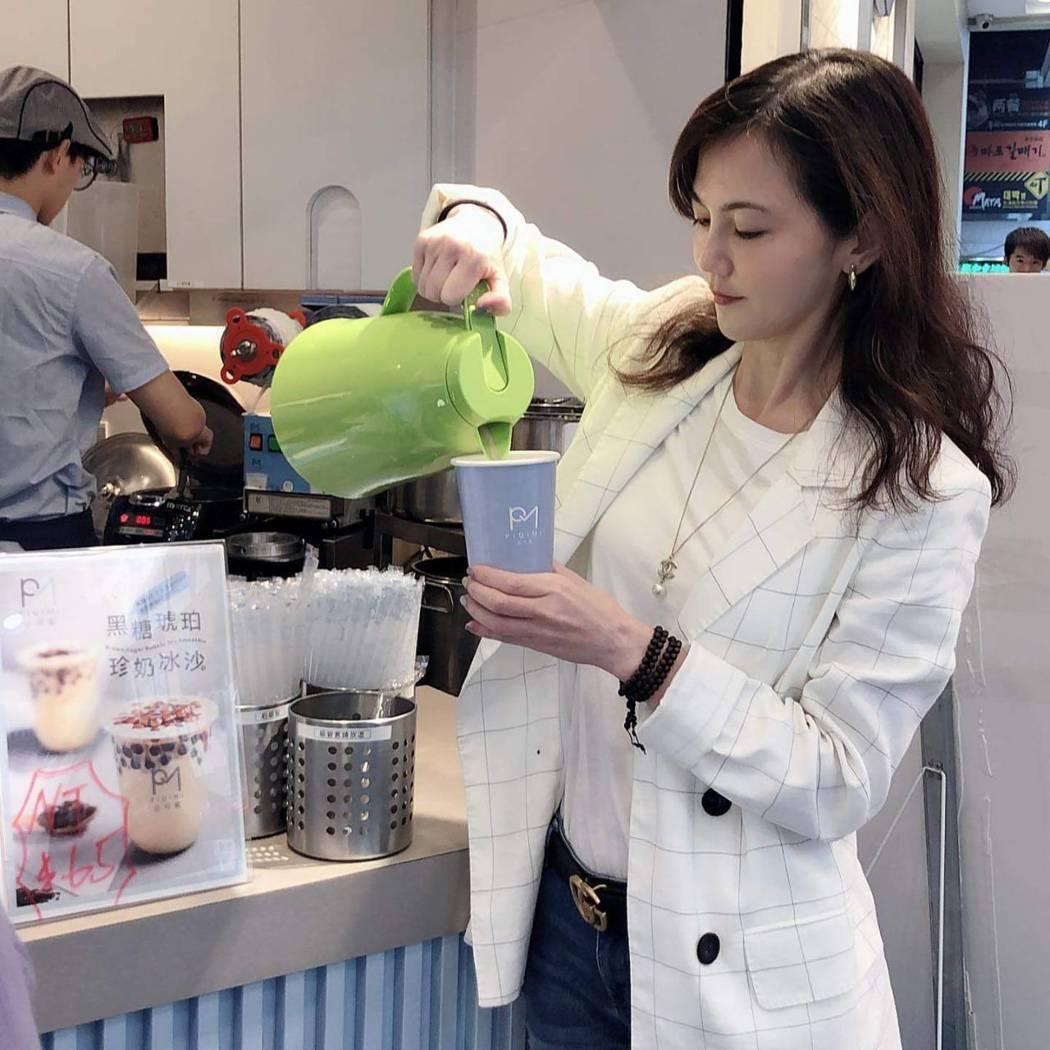 簡沛恩花數月時間研發茶飲,以「必可蜜」投入手搖飲戰局。圖/簡沛恩提供