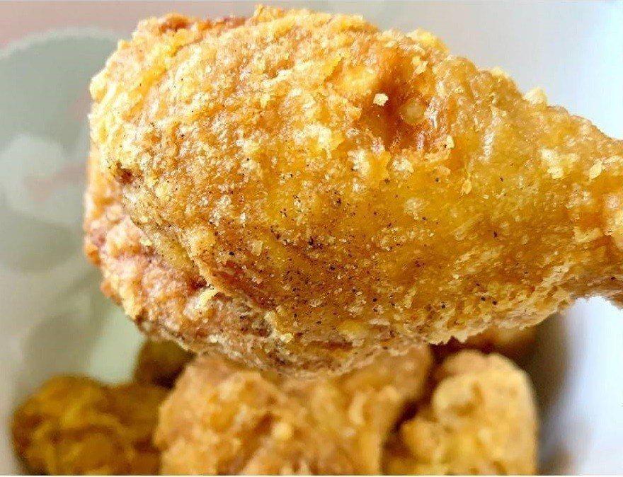 拿坡里炸雞店網稱「被披薩耽誤的炸雞店」。IG @ivy._.v提供