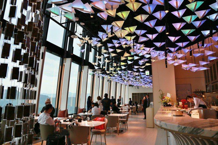 內部可見大片落地窗,可見台北盆地美景。記者魏妤庭/攝影