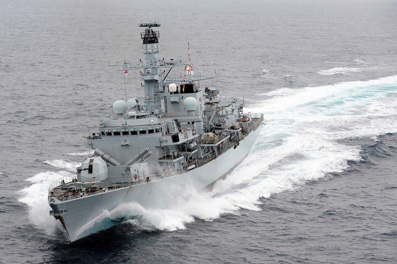英國巡防艦蒙特羅斯公爵號在地中海巡航。(路透)