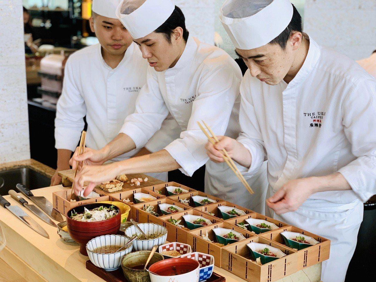 The Ukai Taipei割烹區域由料理長帶領,在客人面前展現純熟技藝。記者...