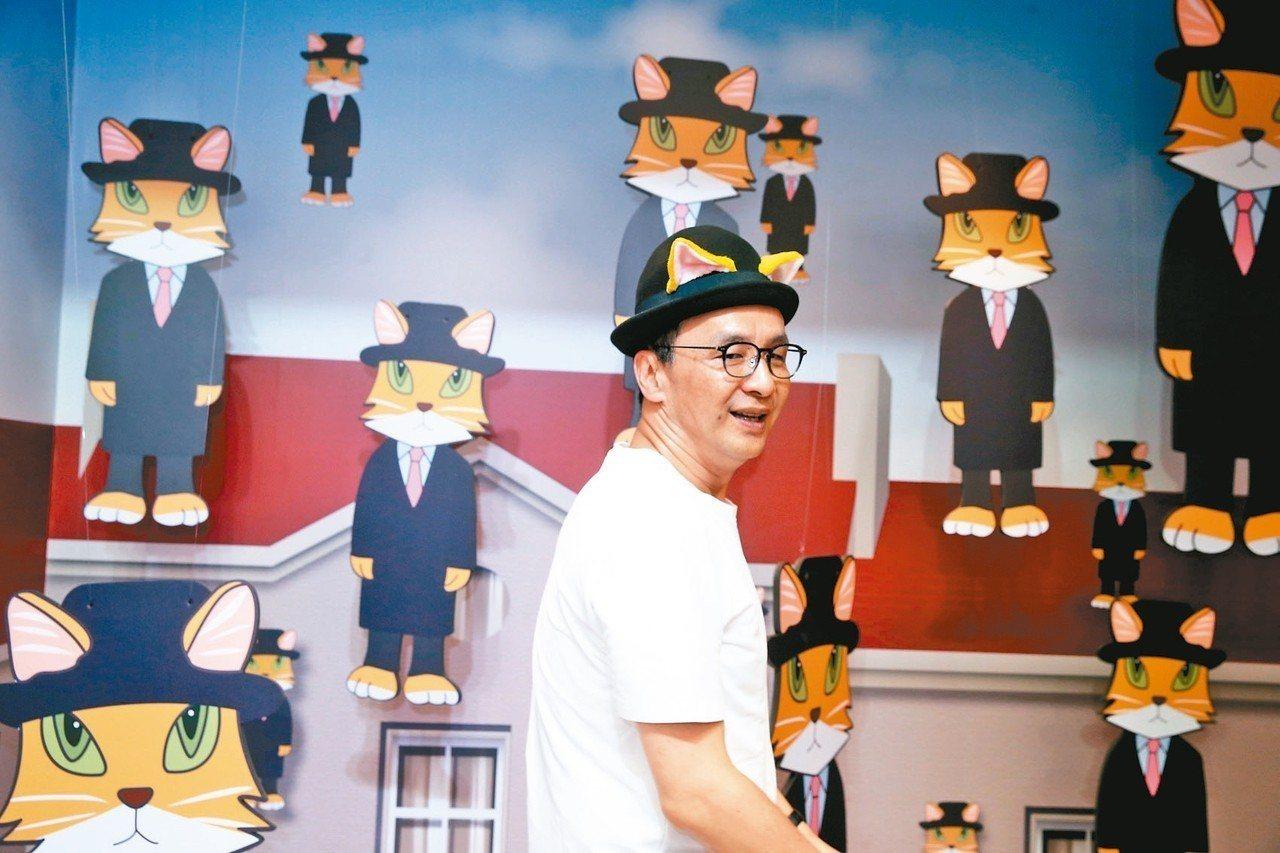 國民黨總統初選參選人朱立倫昨天參觀「貓.美術館」展覽。 記者邱德祥/攝影