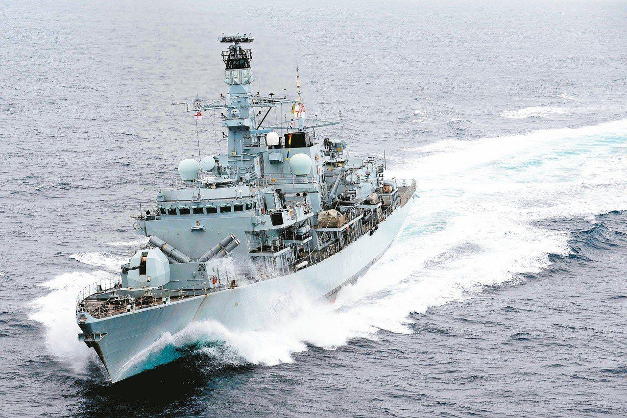 英國巡防艦蒙特羅斯公爵號在地中海巡航。 (路透)