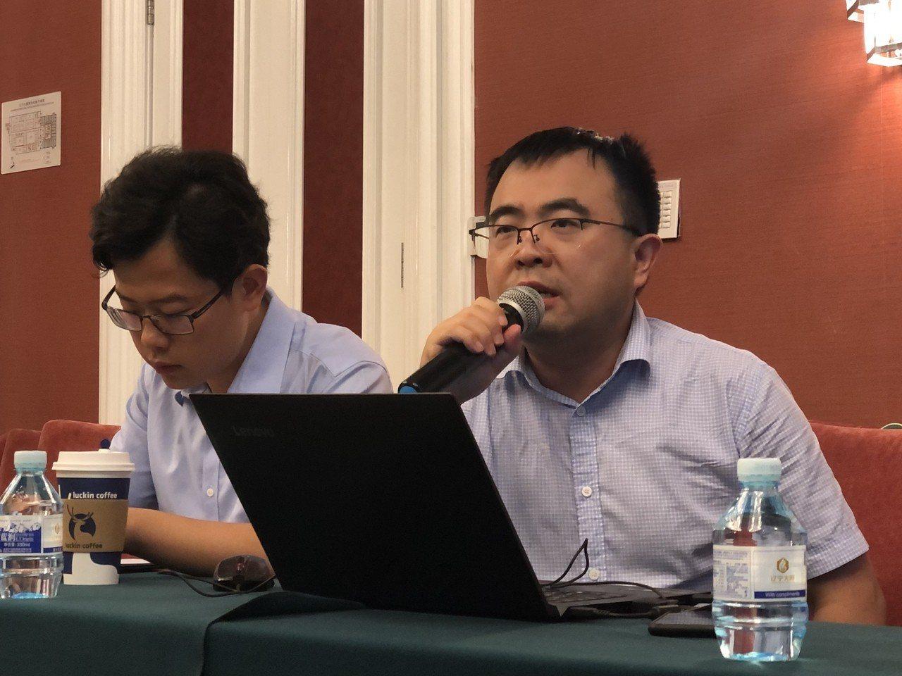 西南政法大學國際法學院副教授謝小慶(右)指出,「一個中國」原則規範性不足,不足以...