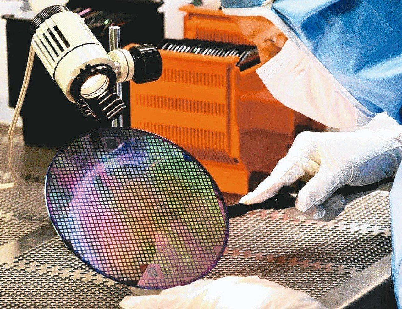 日本限制3項半導體製程化學原料銷往韓國,引爆新的貿易戰。 (歐新社)