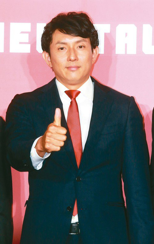 前大聯盟球星川崎宗則來台任味全龍客座敎練。 記者黃義書/攝影