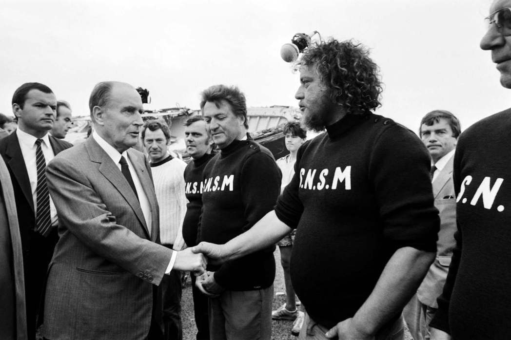 法國前總統密特朗(前左)1996年因前列腺癌過世八個月,才傳出他隱瞞疾病長達數年...