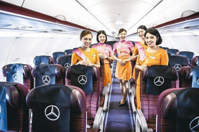 包機就是威。台灣賓士選手們搭乘泰航專屬包機從桃園機場直飛普吉島。 圖/陳志光、台...