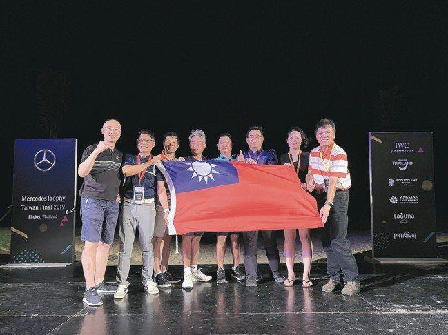7位優勝選手將代表台灣在8月前往澳洲布里斯本參加亞洲區決賽。左1為台灣賓士行銷部...