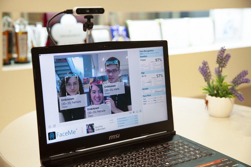 FaceMe具2D/3D防偽技術,在智慧金融上之應用相當便利,圖中的防偽功能,真...