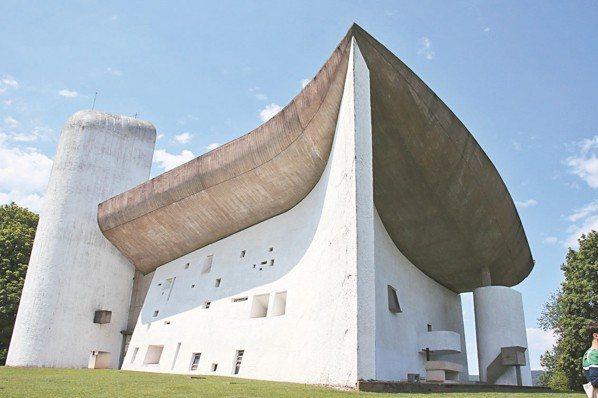 瑞裔法國名建築師科比意的廊香教堂,是巧妙運用光線之美的鉅作。 圖/陳志光