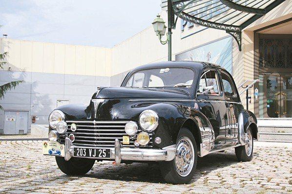 Rally從Peugeot博物館出發,筆者在試乘骨董車後,依路書指示逐站完成任務...