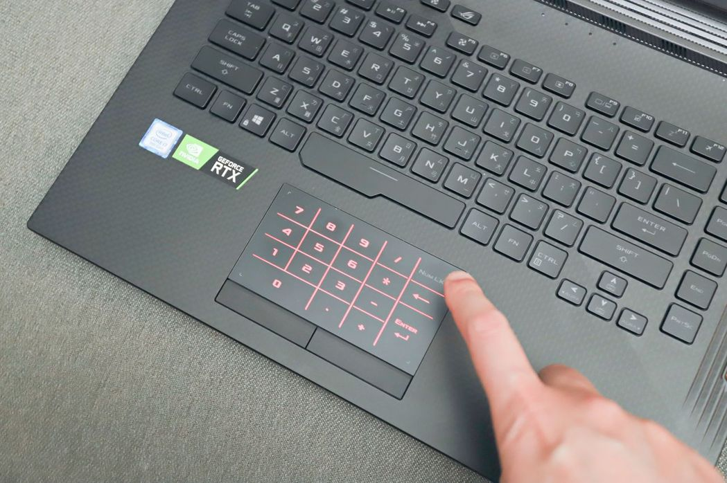 NumberPad滑鼠板數字顯示技術讓ROG Strix SCAR III更具跑...