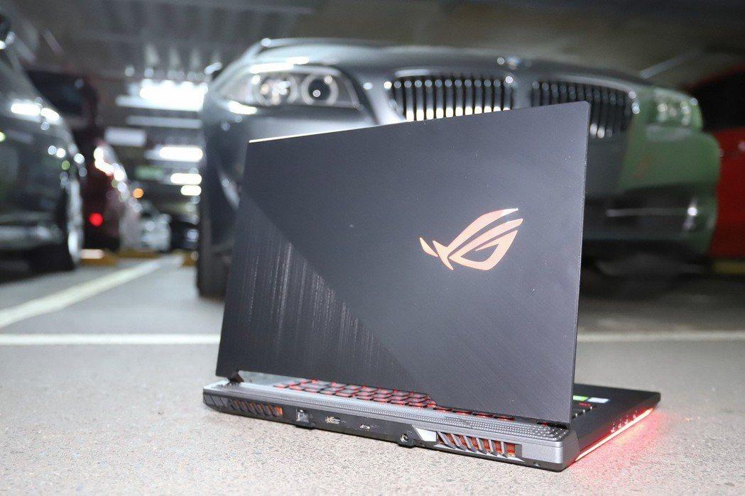 ROG Strix SCAR III所提供的Aura Syn RGB光源設定相當...