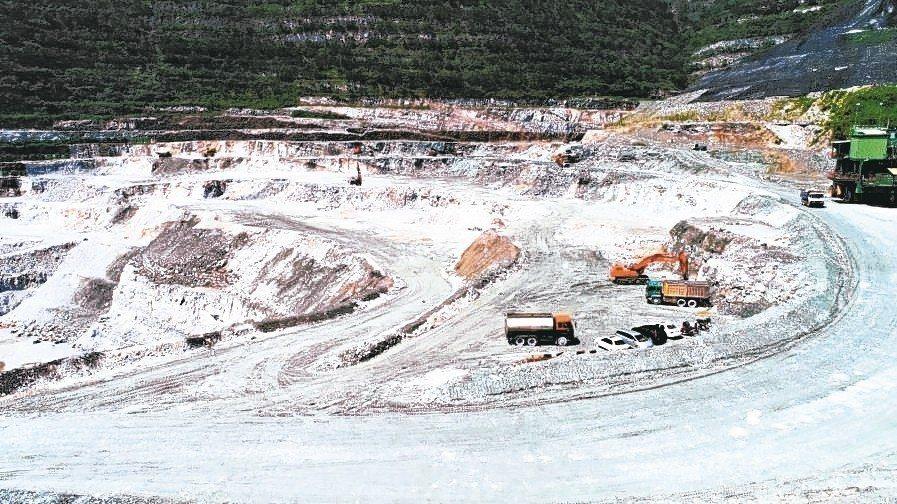 亞泥新城礦區展限20年,遭台北高等行政法院判決撤銷。 本報系資料庫
