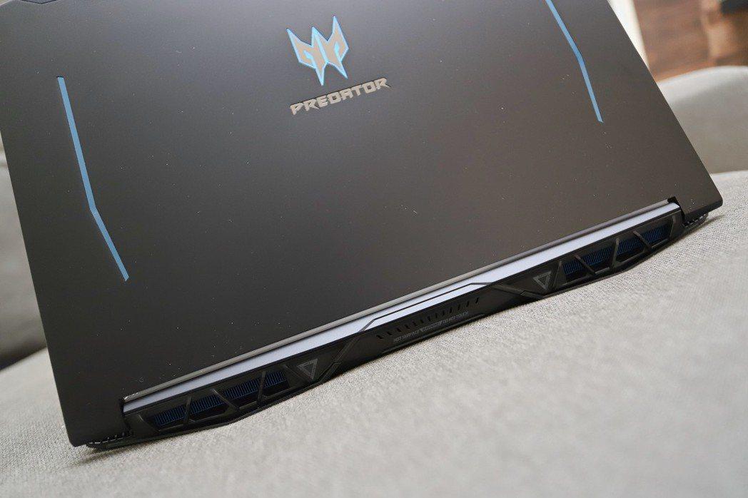 Predator Logo具備光源設計外,第4代AeroBlade 3D刀鋒速冷...