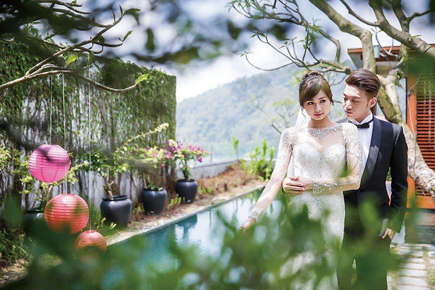 涵碧樓今年的婚體日,以「愛情囍聚」為主題,以行動劇的方式,讓準新人們以參與的方式...