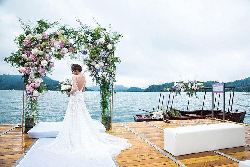 涵碧樓的主題婚禮,包含水上證婚、文定歸寧、湖光之愛、涵碧情懷,還有璀璨星光露台等...