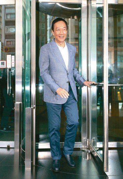 國民黨內總統初選參選人郭台銘上午接受網路媒體訪問。 記者許正宏/攝影